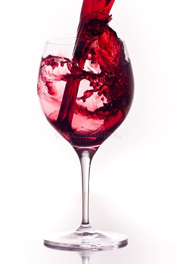 Rode wijn in een glas stock foto's
