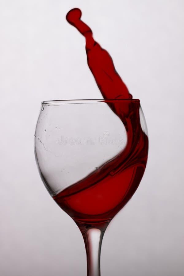 Rode wijn in een glas royalty-vrije stock foto's