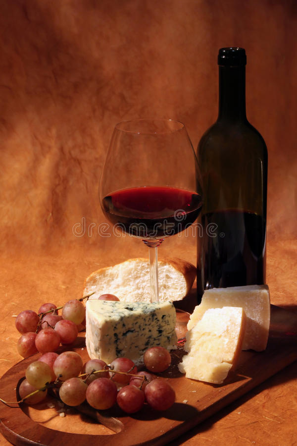 Rode wijn en kaas royalty-vrije stock foto's