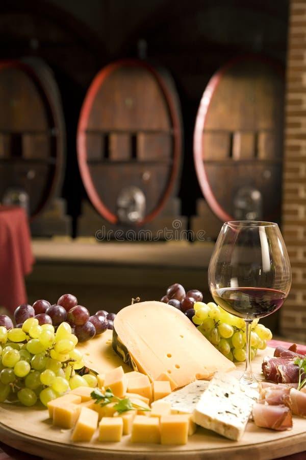 Rode wijn in fijn glas royalty-vrije stock foto