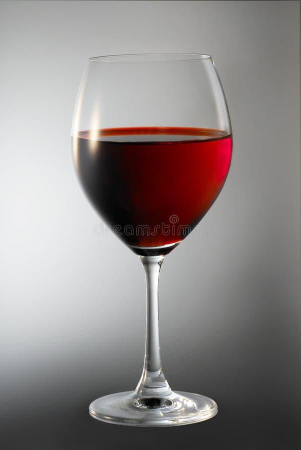 Rode wijn in glas stock foto