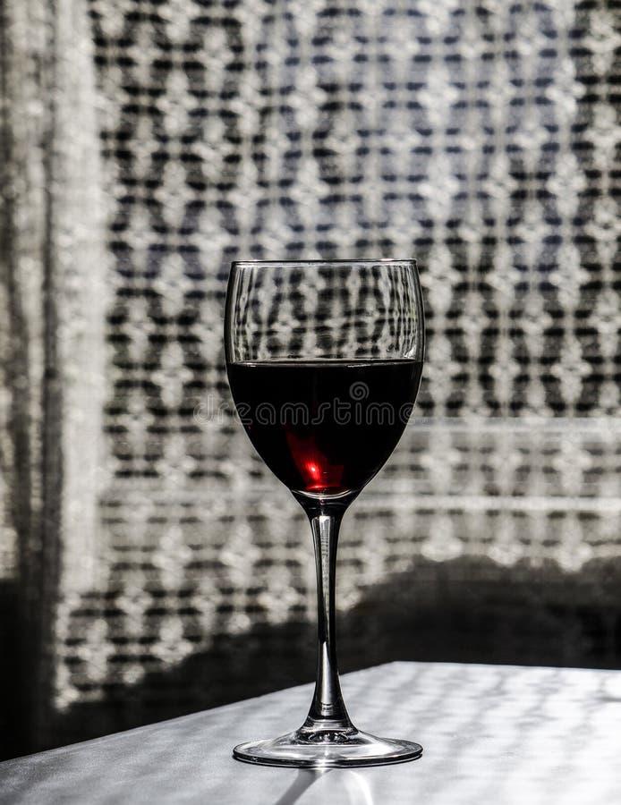 Rode wijn op de lijst royalty-vrije stock fotografie
