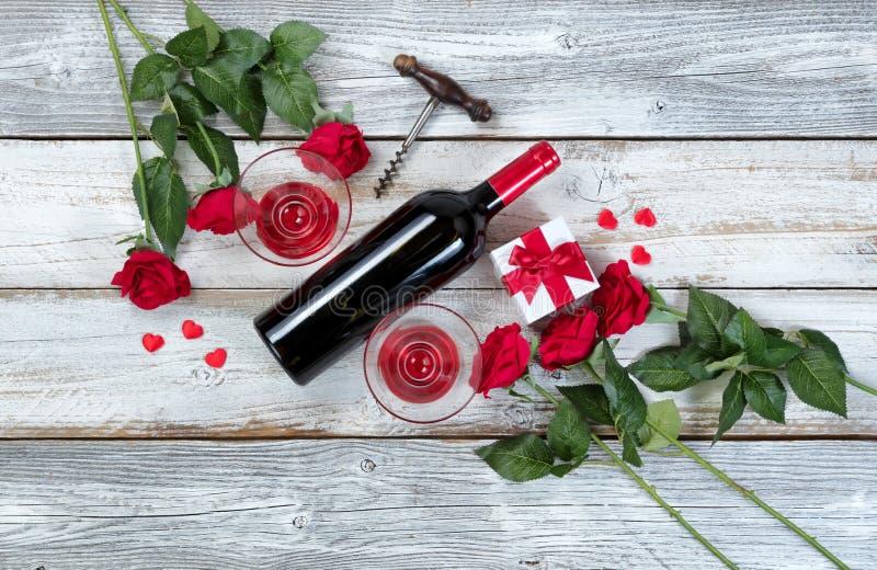 Rode wijn voor Valentijnskaartendag royalty-vrije stock afbeeldingen