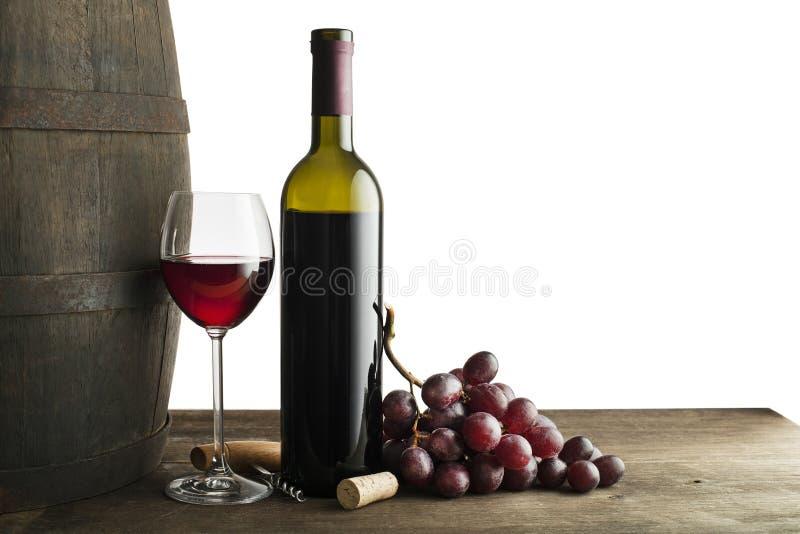 Rode wijnfles en glas dat op wit wordt geïsoleerd royalty-vrije stock foto