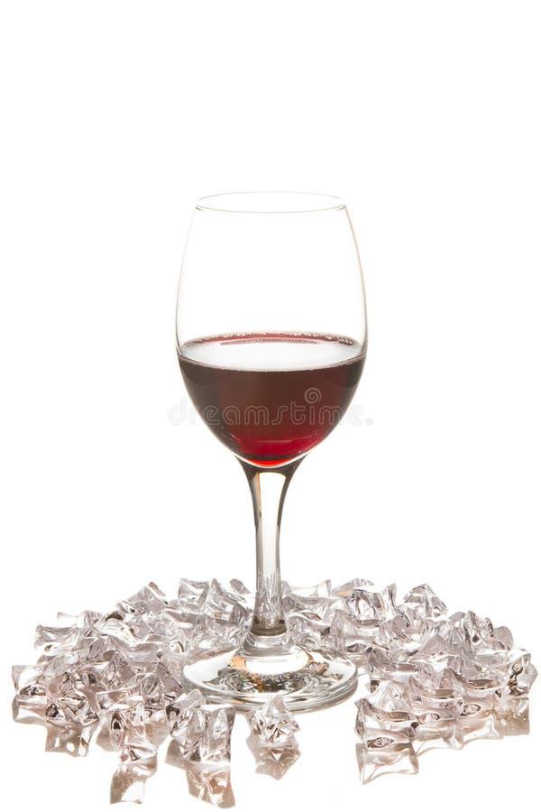 Rode wijnglas met ijs royalty-vrije stock foto