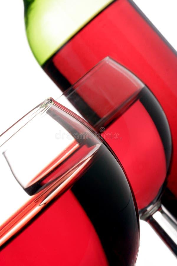 Rode wijnglazen en fles royalty-vrije stock foto's