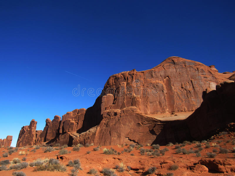 Rode Woestijn op Blauwe Hemel stock fotografie