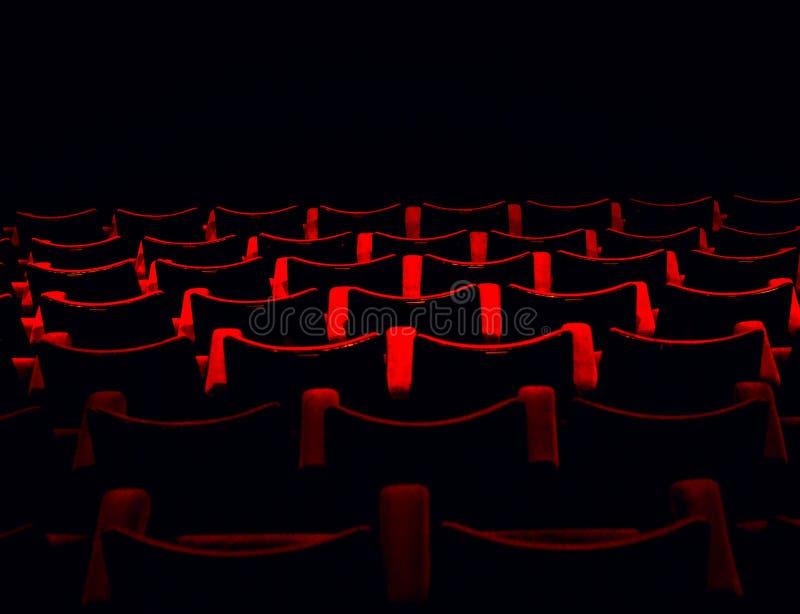 Rode zetels in de bioskoop stock fotografie