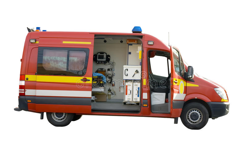 Rode ziekenwagen met open deuren die op wit worden geïsoleerdb royalty-vrije stock fotografie