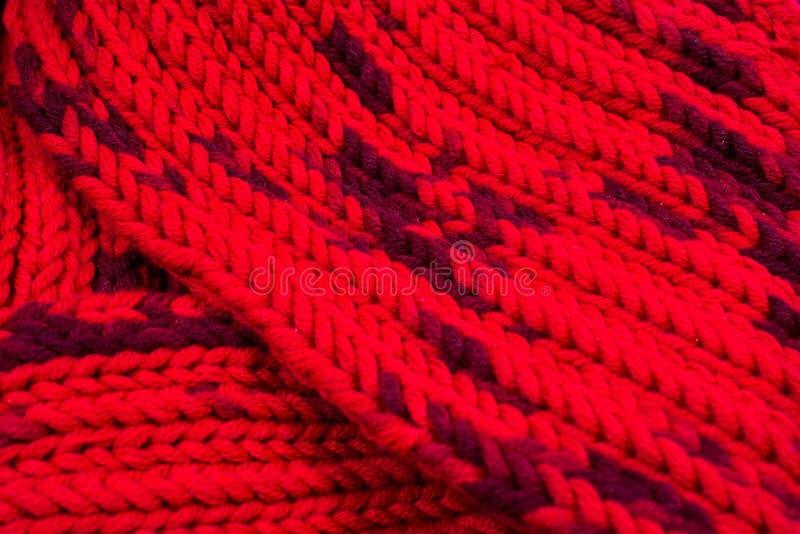 Rode zijde prom Ik breide een kruisend patroon stock fotografie