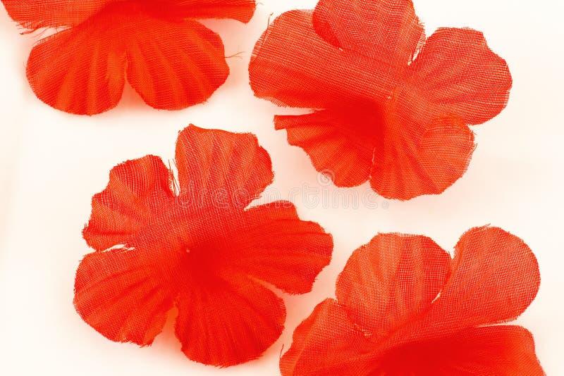 Rode zijdebloemblaadjes royalty-vrije stock fotografie