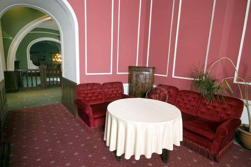 Rode zitkamer stock afbeeldingen