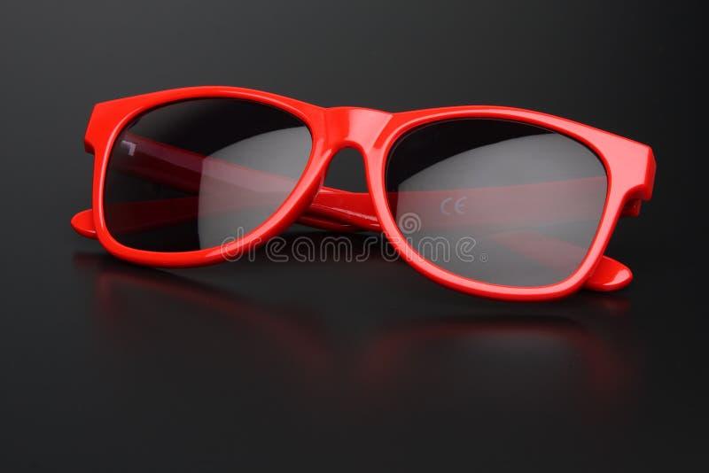 Rode zonnebril royalty-vrije stock foto's