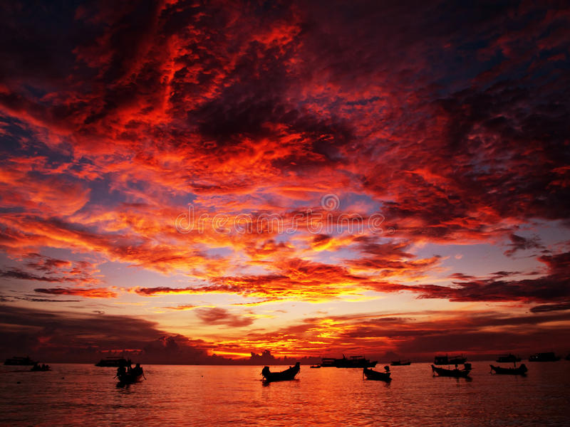 Rode zonsondergang royalty-vrije stock afbeelding