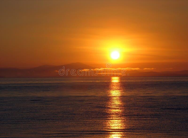 Rode zonsopgang bij het overzees van Japan. stock afbeeldingen