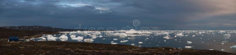 Rodebay全景 西部格陵兰 日落 免版税库存图片