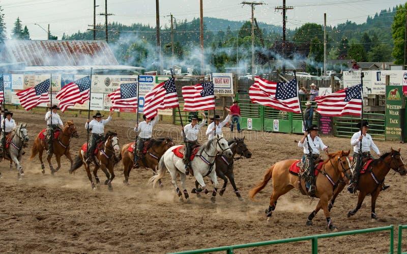Rodeo świderu drużyna Używa fajerwerki fotografia stock