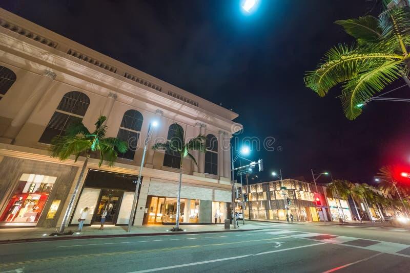 Rodeo Drive en Beverly Hills par nuit image stock