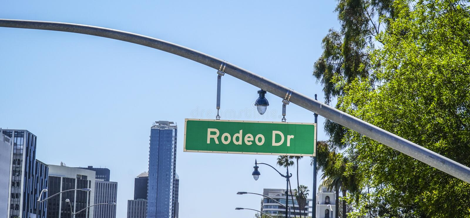Rodeodrevgatan undertecknar in Beverly Hills - LOS ANGELES - KALIFORNIEN - APRIL 20, 2017 royaltyfria bilder