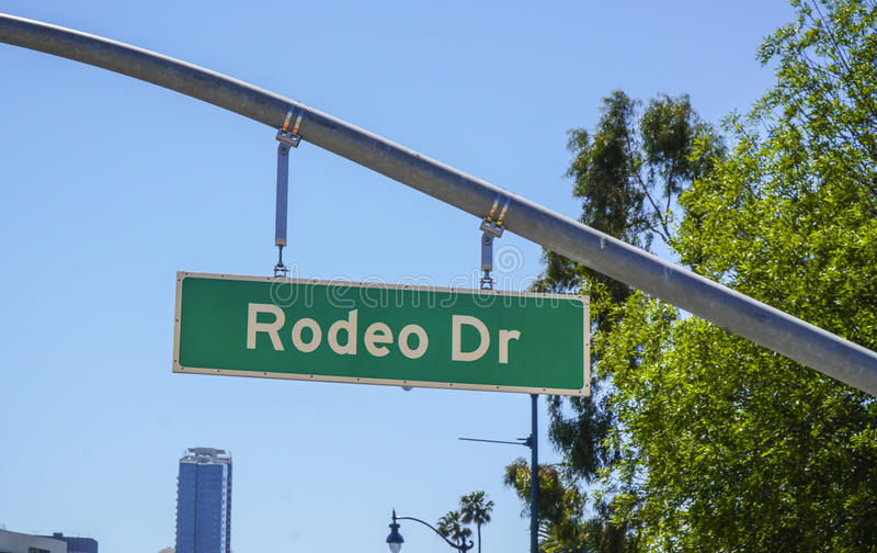 Rodeodrevgatan undertecknar in Beverly Hills - LOS ANGELES - KALIFORNIEN - APRIL 20, 2017 arkivbild