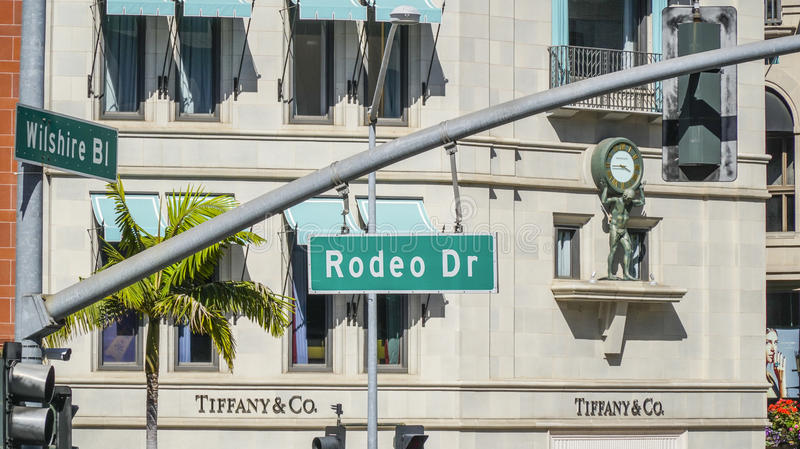 Rodeodrevgatan undertecknar in Beverly Hills - LOS ANGELES - KALIFORNIEN - APRIL 20, 2017 royaltyfria foton