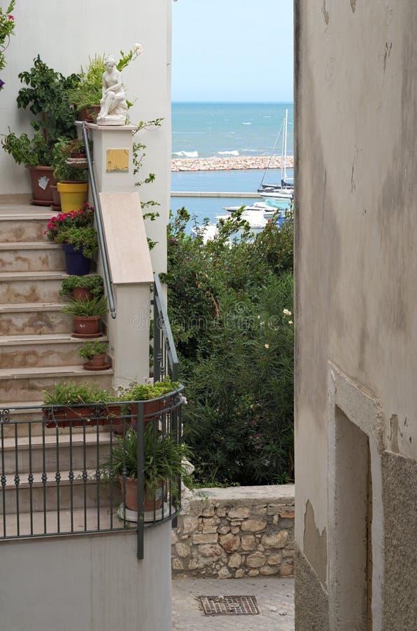 Rodi Garganico Puglia Cidade do mar em Gargano imagem de stock royalty free