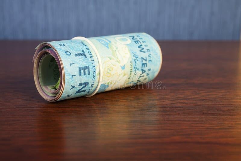 Rodillo del dinero del dinero en circulación de Nueva Zelandia fotografía de archivo