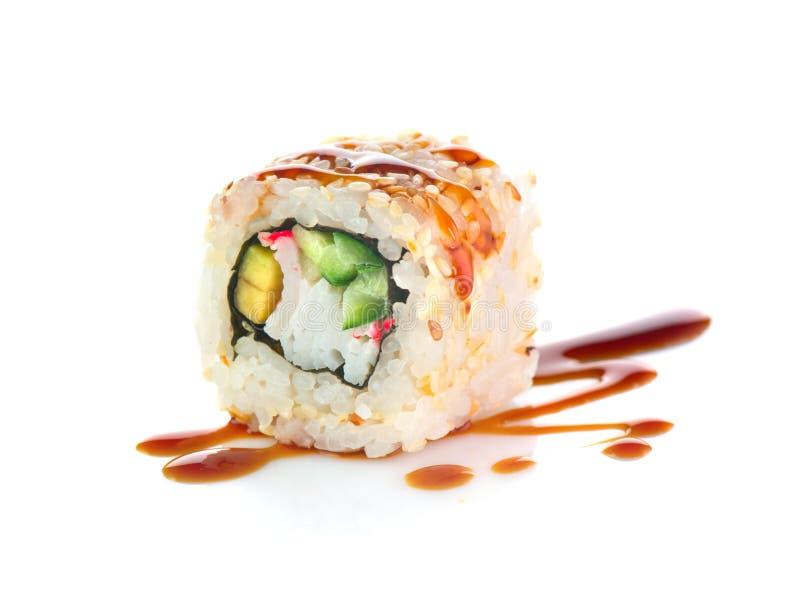 Rodillo del sushi aislado en el fondo blanco Rollo de sushi de California imagen de archivo libre de regalías