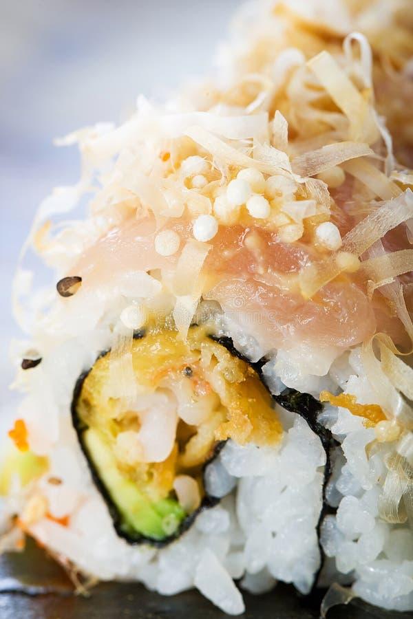 Rodillo del sushi del atún de albacora imagenes de archivo