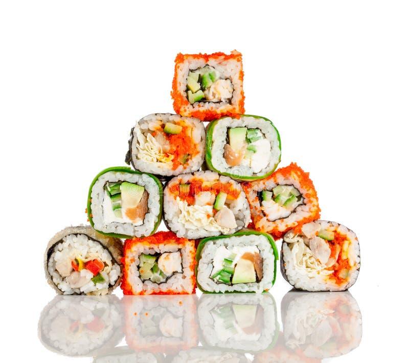 Rodillo del sushi en un fondo blanco imágenes de archivo libres de regalías