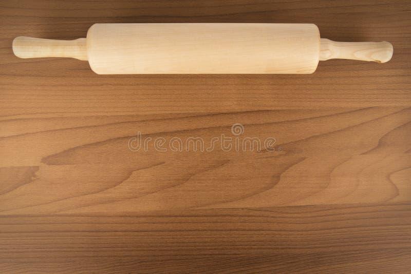 Rodillo en la tabla de madera, directamente arriba Copie el espacio imagen de archivo libre de regalías