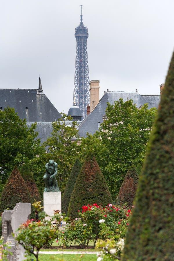 Rodins che il pensatore ha impostato in una sosta fotografia stock libera da diritti