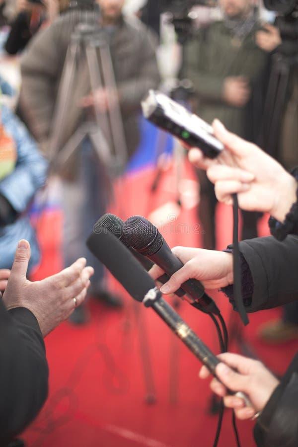 Download Środka wywiad zdjęcie stock. Obraz złożonej z informacja - 28963214