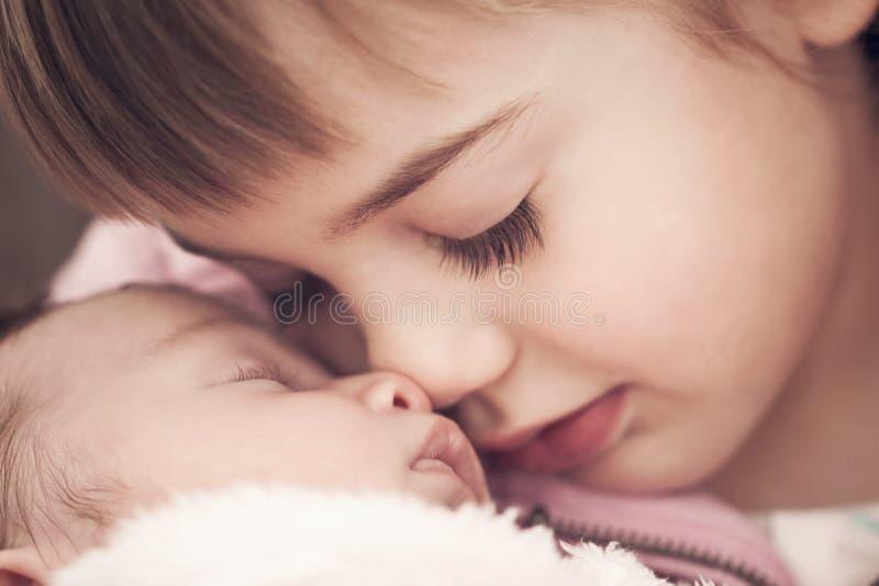 Rodzeństwo miłość zdjęcia stock