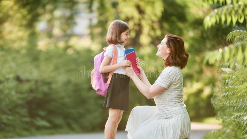 Rodzic i ucze? i?? szko?a obrazy stock