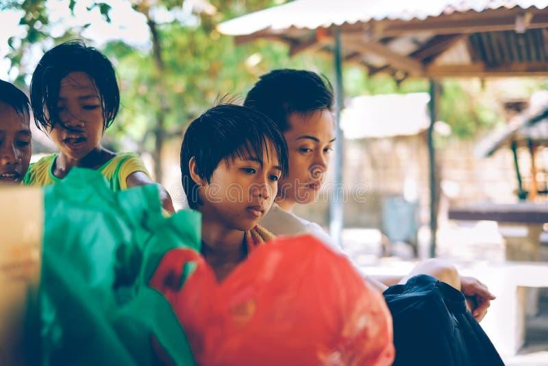Rodzimi Filipińscy ludzie wpólnie na pinkinie na wakacje letni rodzinnej więzi uczuciowa zdjęcie stock