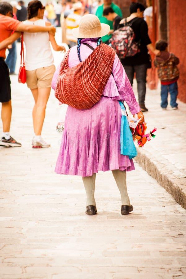 Rodzimi tradycyjni sprzedawcy przy San Miguel obrazy royalty free