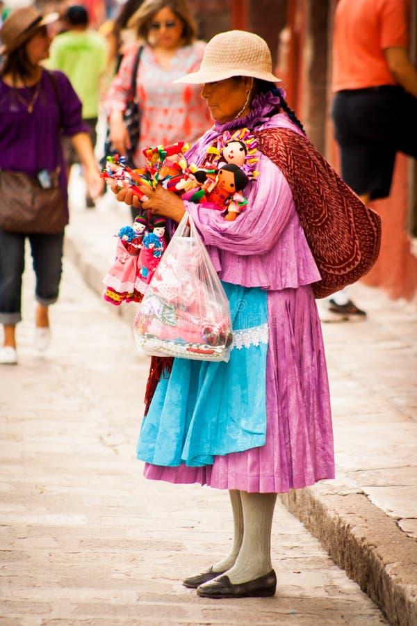 Rodzimi tradycyjni sprzedawcy przy San Miguel fotografia royalty free