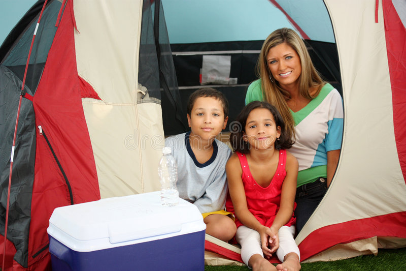 rodzina campingowa obrazy royalty free