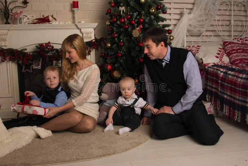 Rodzina i boże narodzenia zdjęcie stock
