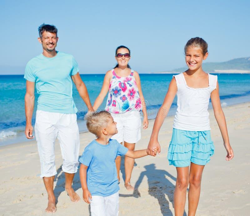 Rodzina Ma Zabawę Na Plaży Obraz Stock