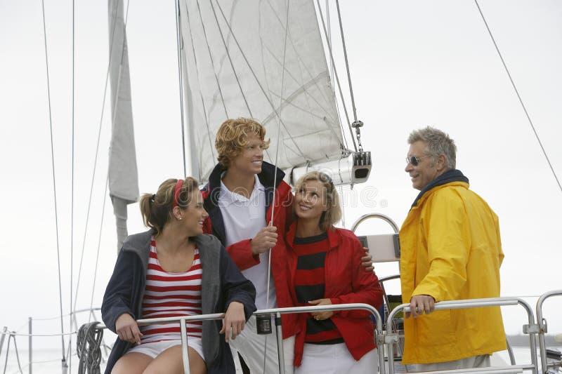 Rodzina Na żaglówce W morzu zdjęcie stock