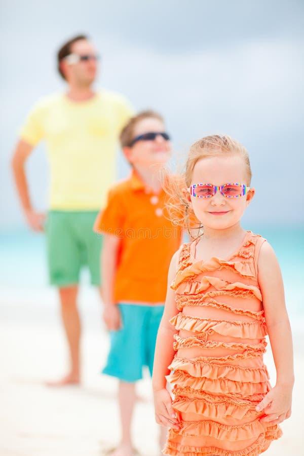 Rodzina na plaża wakacje obrazy royalty free