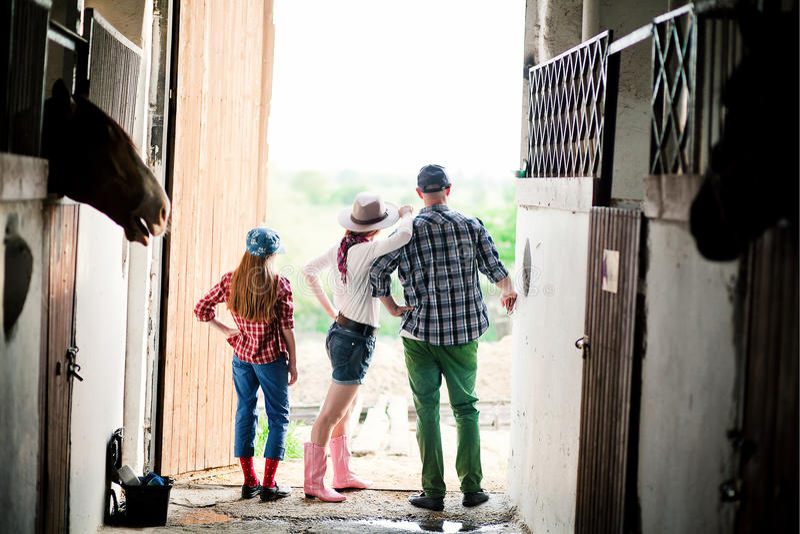 Rodzina na rancho, gospodarstwo rolne obraz royalty free