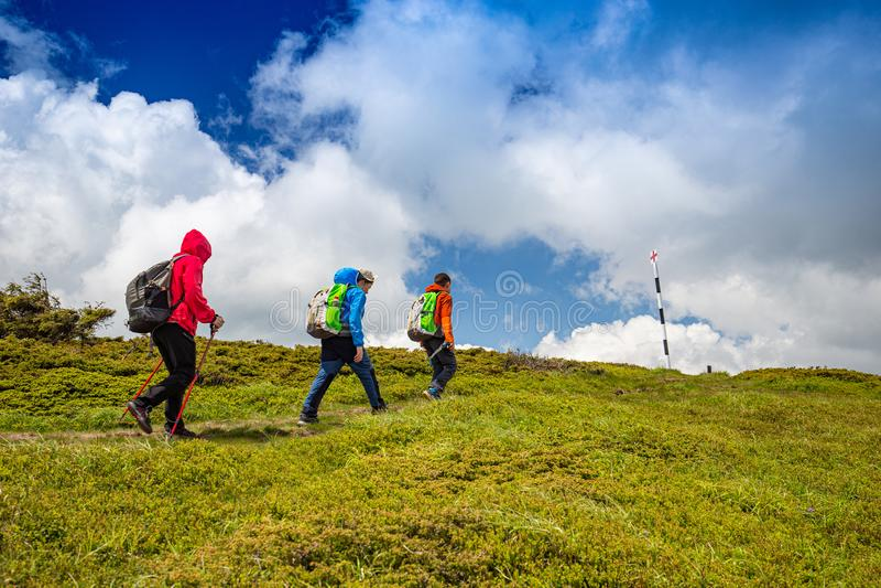 Rodzina na trekking dniu obraz stock