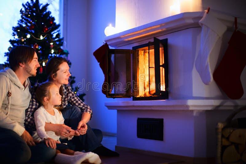 Rodzina na wigilii w domu zdjęcie stock