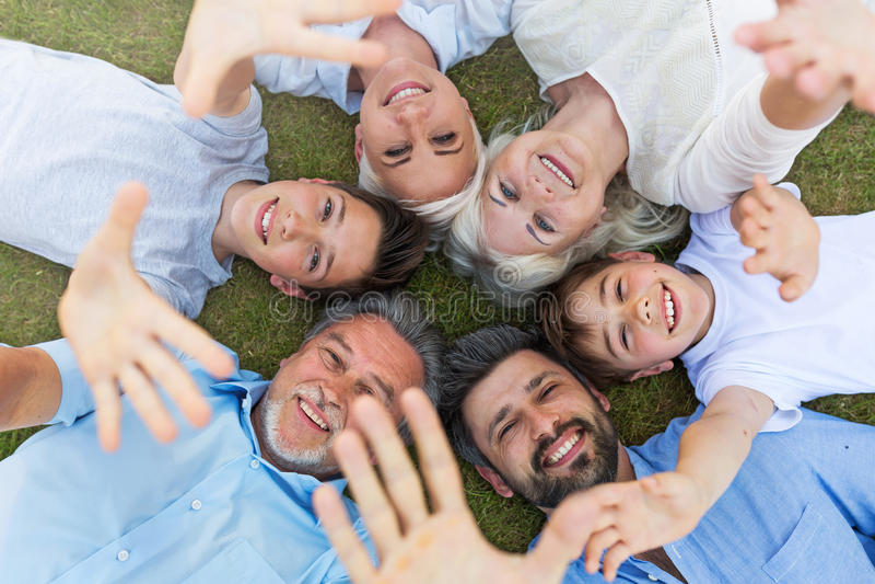 rodzina na zewnątrz zdjęcie stock