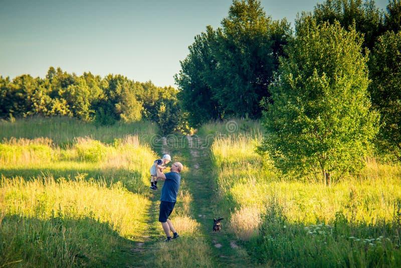 Rodzina, ojciec i syn outdoors, fotografia stock