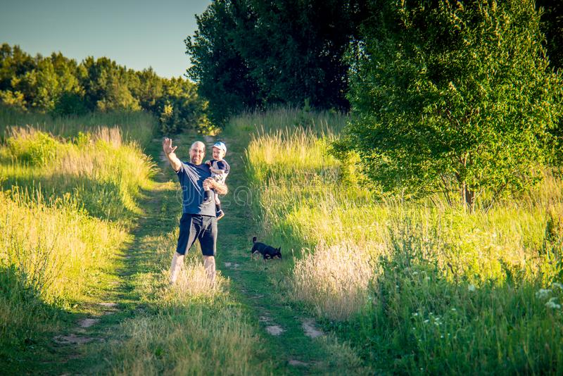 Rodzina, ojciec i syn outdoors, zdjęcie royalty free