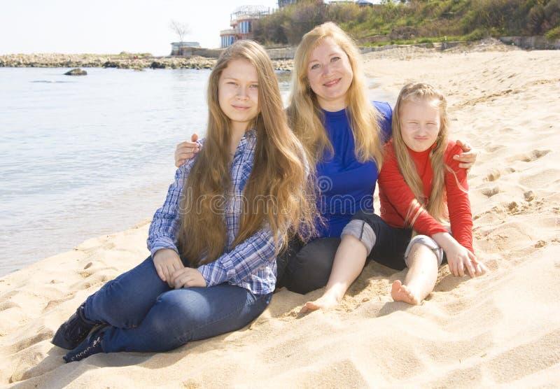 rodzina plażowa obraz royalty free